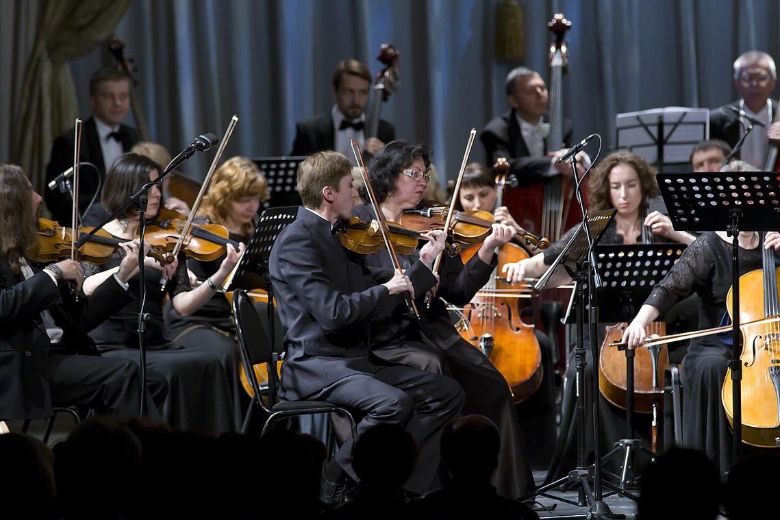 Симфонический оркестр Астраханского театра Оперы и Балета отправился на гастроли в Калмыкию