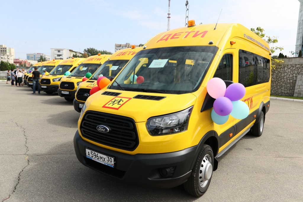 Новые школьные автобусы отправились в районы области и города