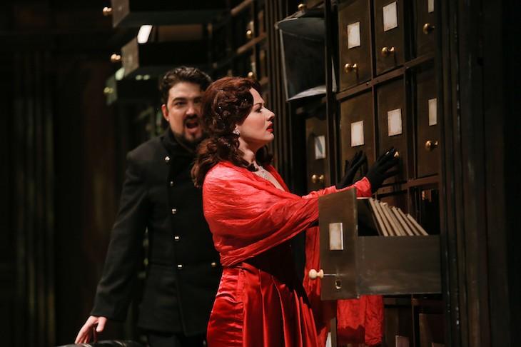 Мы продолжаем следить за насыщенным графиком гастролей оперной труппы, симфонического оркестра и хора