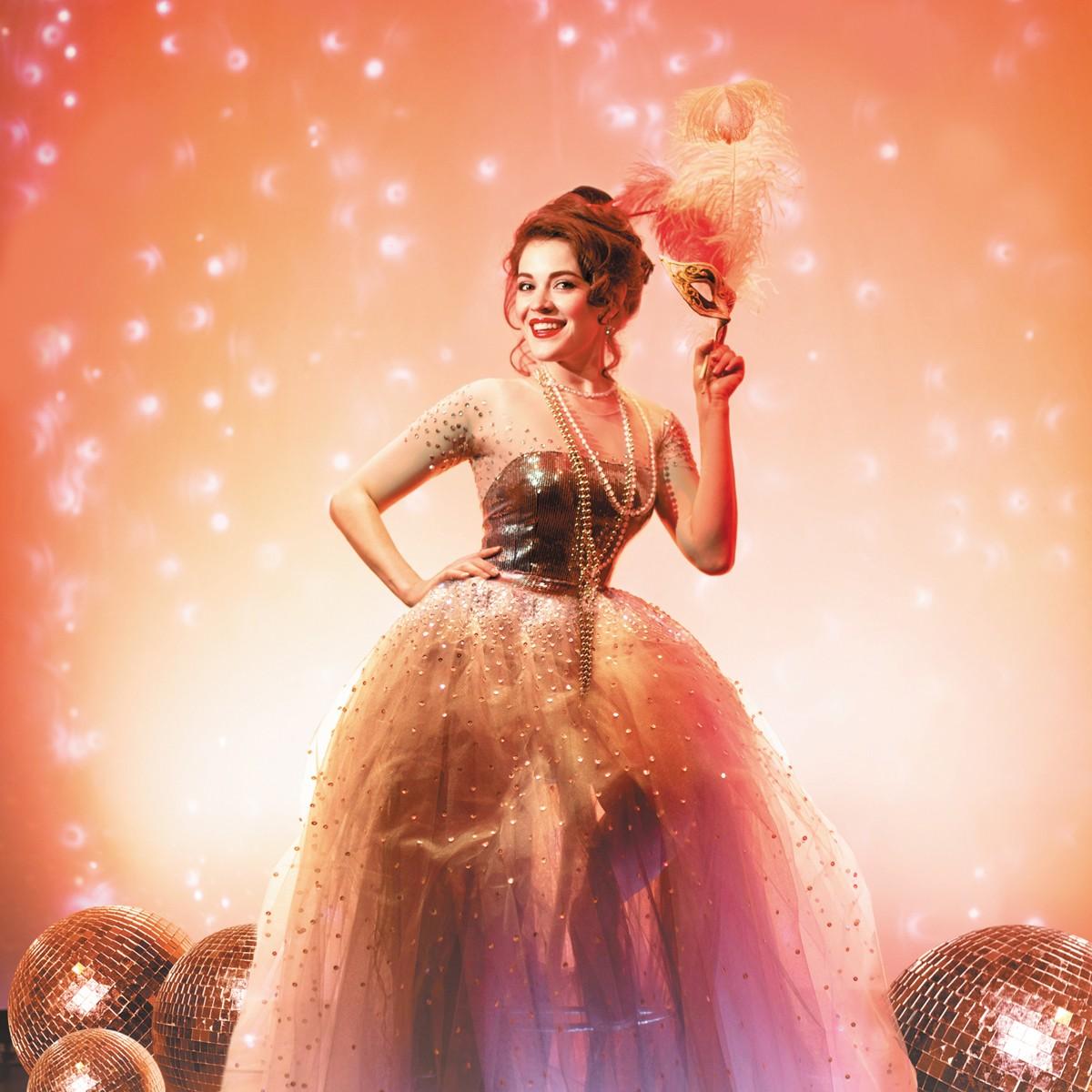 """Сегодня вечером на Большой сцене Астраханского театра Оперы и Балета пройдёт концерт """"Новогодний маскарад""""!"""