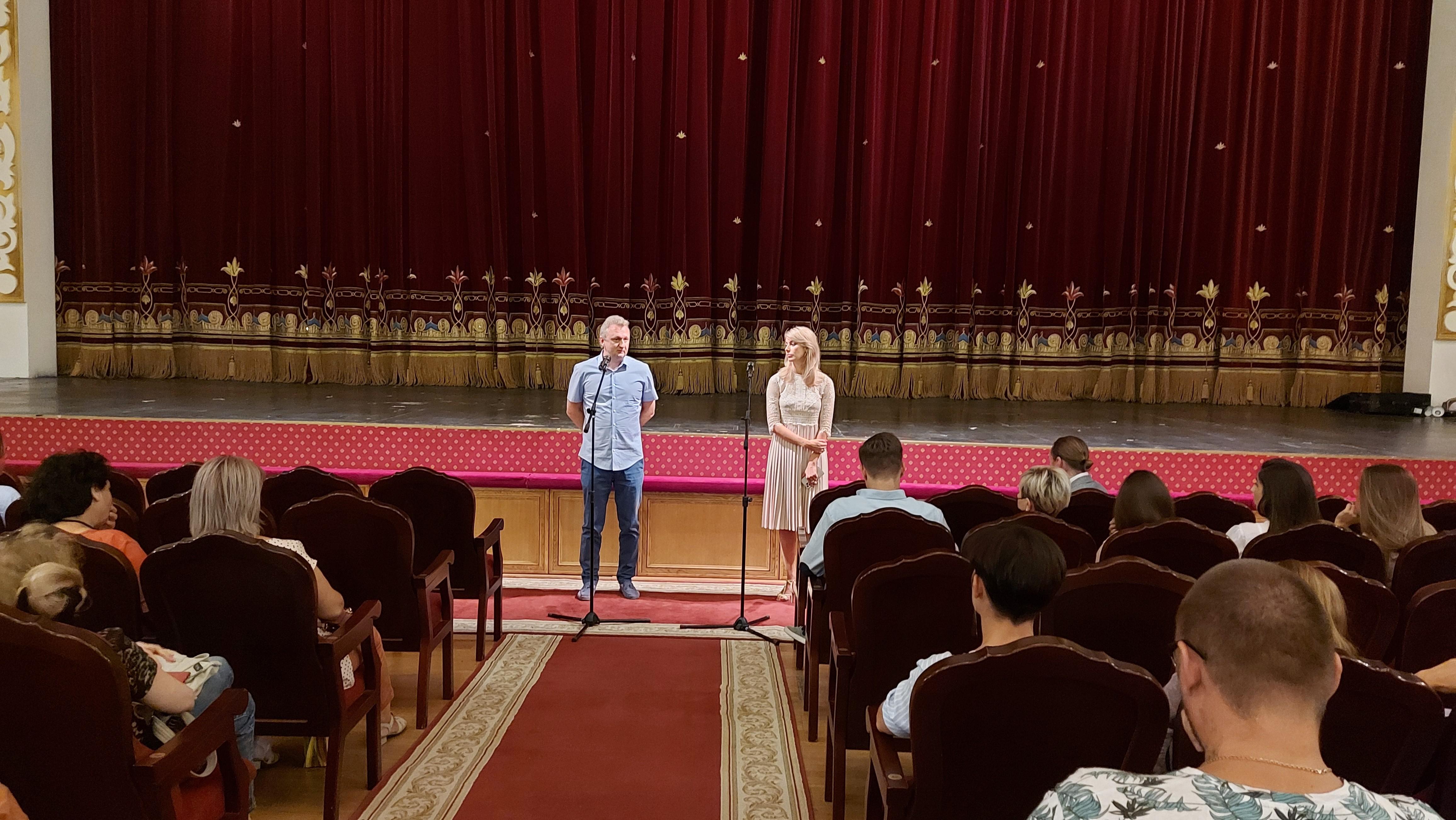 Руководство Астраханского театра Оперы и Балета встретилось с труппой