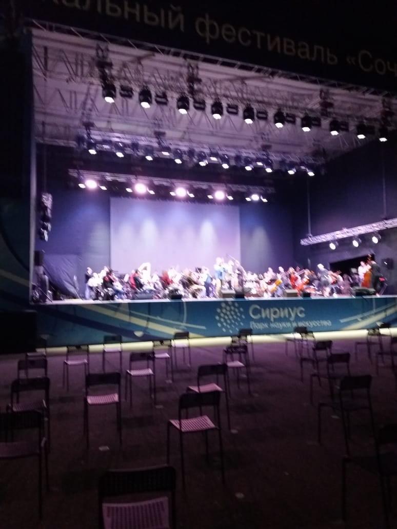 Сегодня в Сочи открываются гастроли симфонического оркестра Астраханского театра Оперы и Балета под управлением главного дирижёра Валерия Воронина