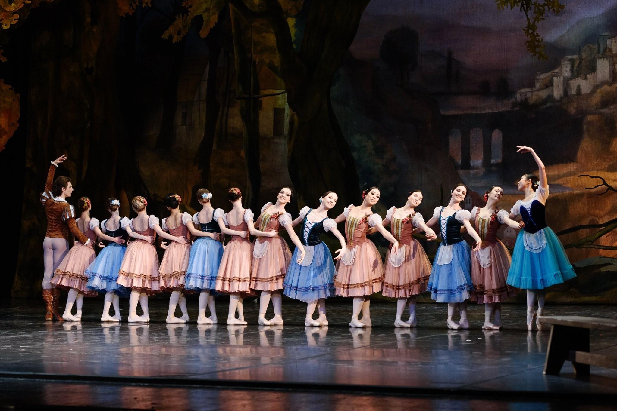 Набор в балетную труппу театра