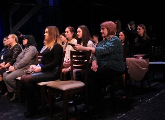 Студентов-журналистов АГУ пригласили на сцену театра оперы и балета