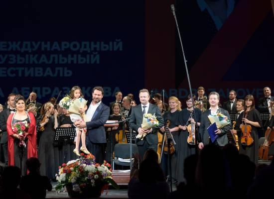 Мировые оперные звезды спели в Астрахани