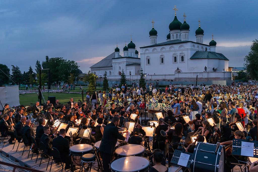 Премьеру Астраханского театра Оперы и Балета увидели не только в России