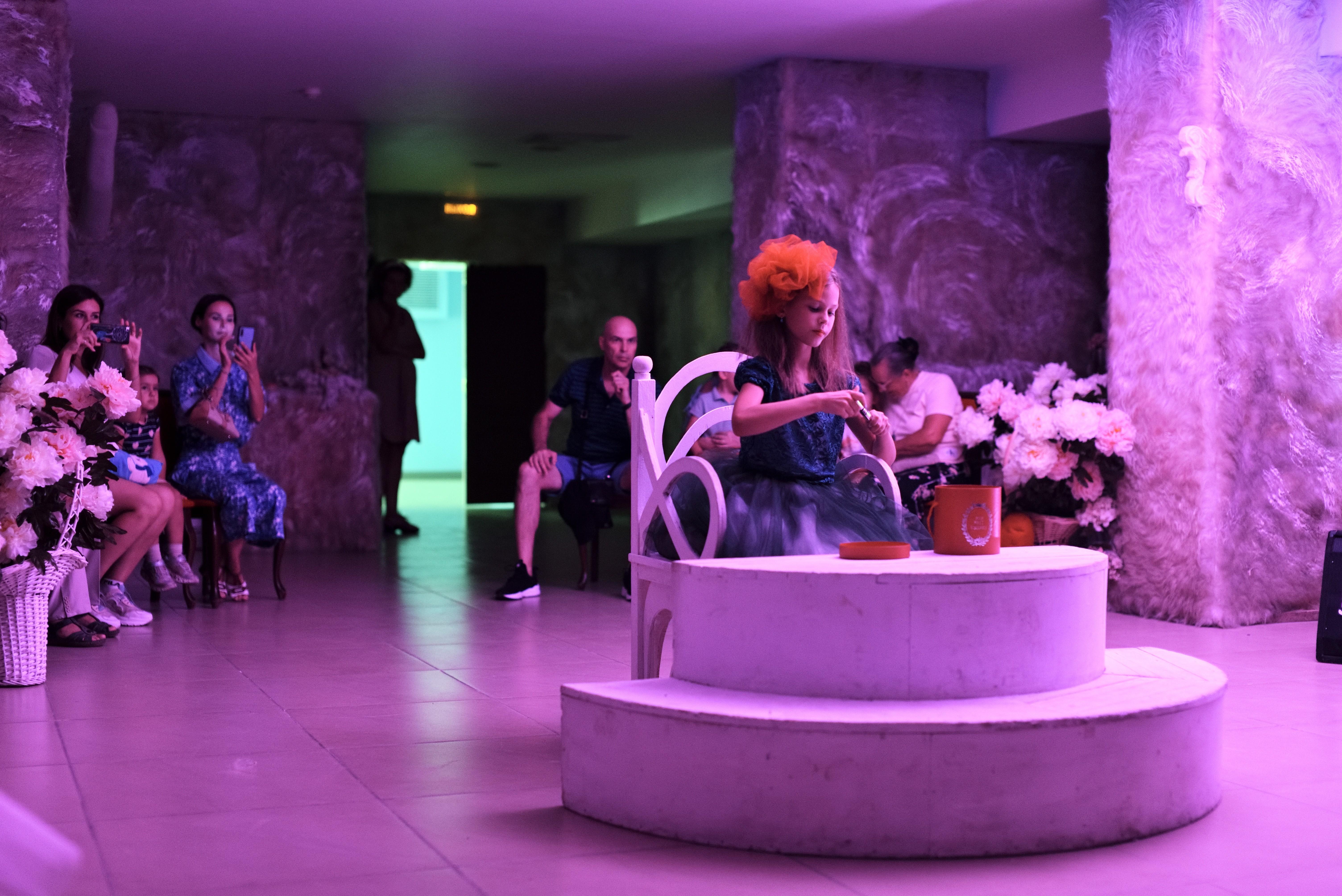 В Астрахани состоялся первый спектакль — променад