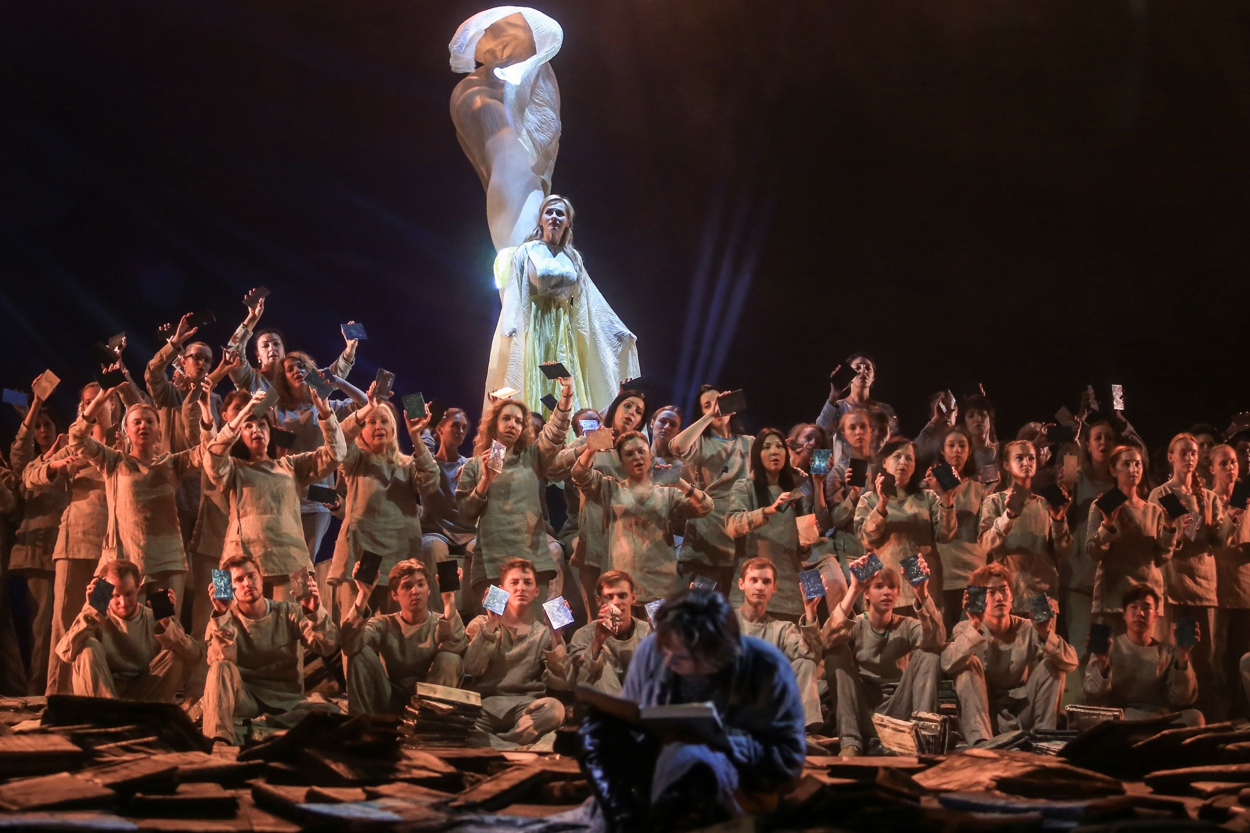 Труппа Астраханского театра оперы и балета вернулась с гастролей из Красноярска
