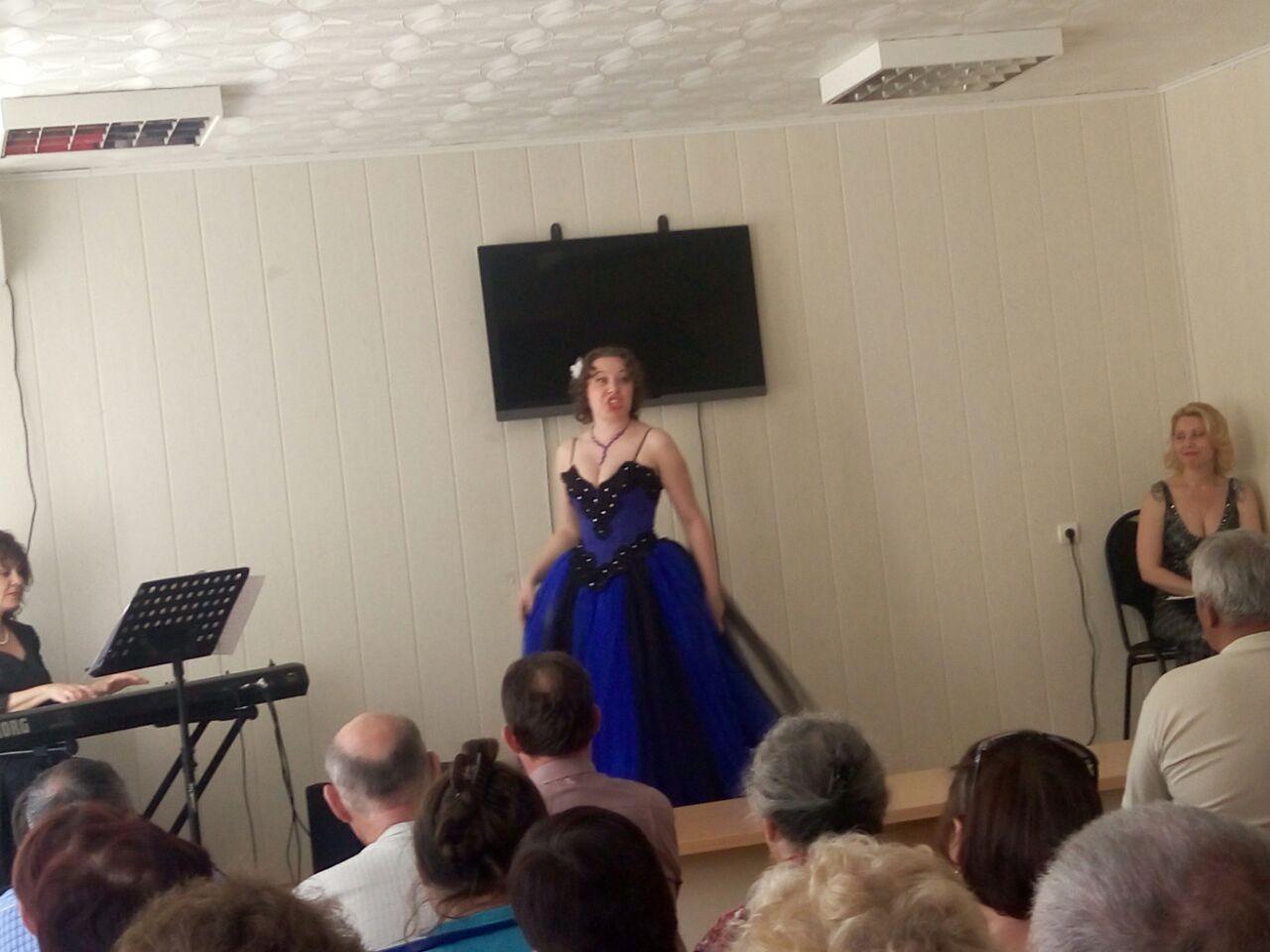Шедевры вокального искусства для пациентов районной больницы в поселке Икряное