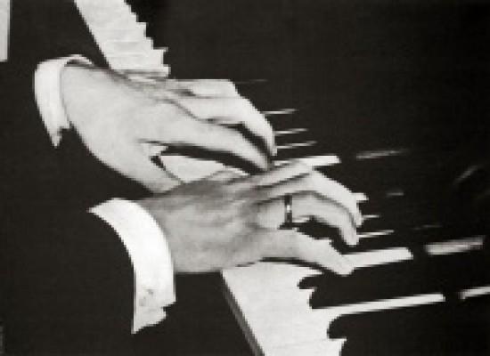 28 февраля в театре состоится симфонический концерт в 2-х отделениях «Серебряный век России». Всемирно известный пианист Александр Яковлев сыграет Рахманинова