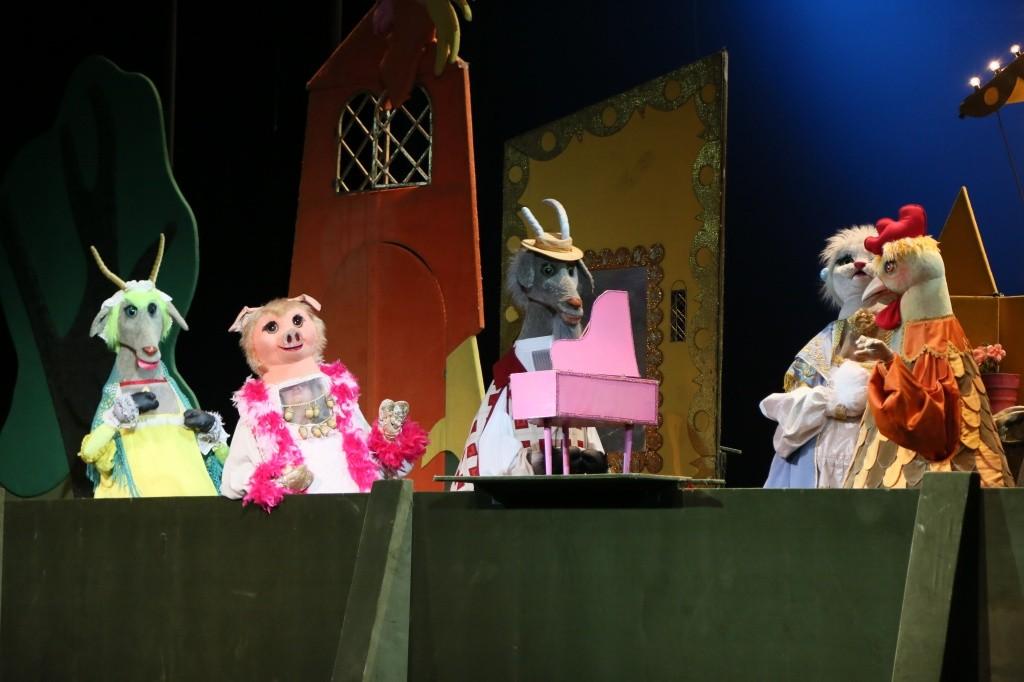 """Кукольным спектаклем """"Кошкин дом"""" в Астраханском театре Оперы и Балета завершились гастроли московского театра """"Новая Опера""""!"""