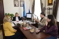 Казахстанский дирижер Абзал Мухитдинов встретился с министром культуры Галиной Зотеевой