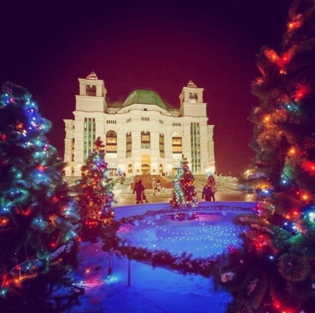На Большой сцене Астраханского театра Оперы и Балета продолжаются новогодние праздники!