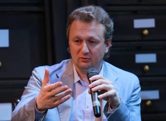 Директор театра Валерий Воронин встретился с труппой