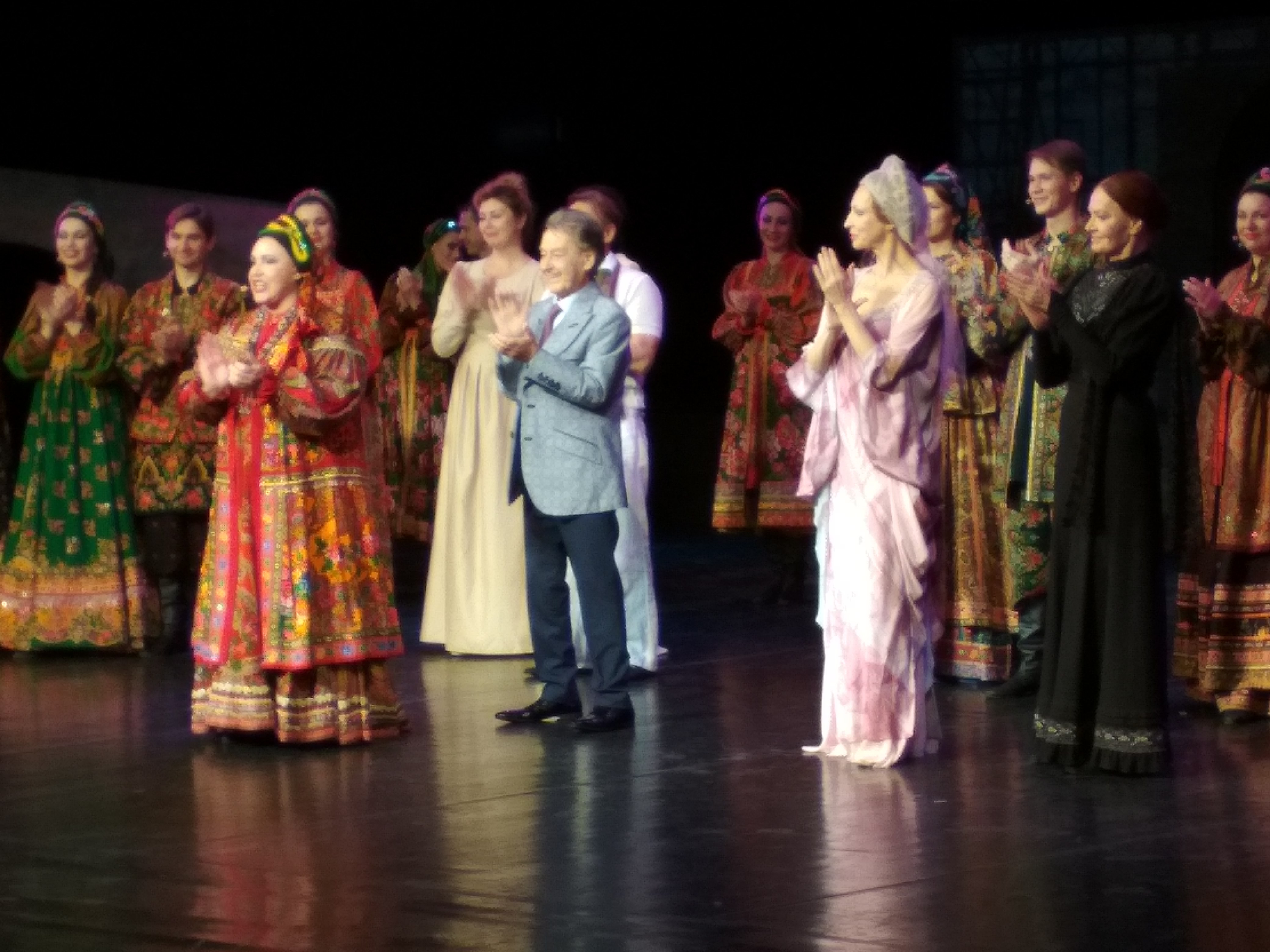 Театр «Русская песня» покорил и удивил астраханцев