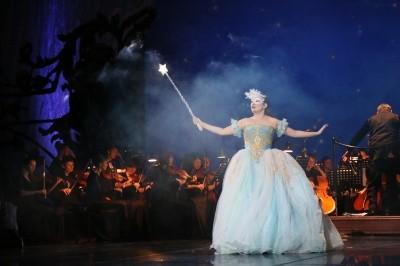 """Сегодня на Большой сцене Астраханского театра Оперы и Балета премьера! Праздничный концерт """"Новогодний маскарад""""!"""
