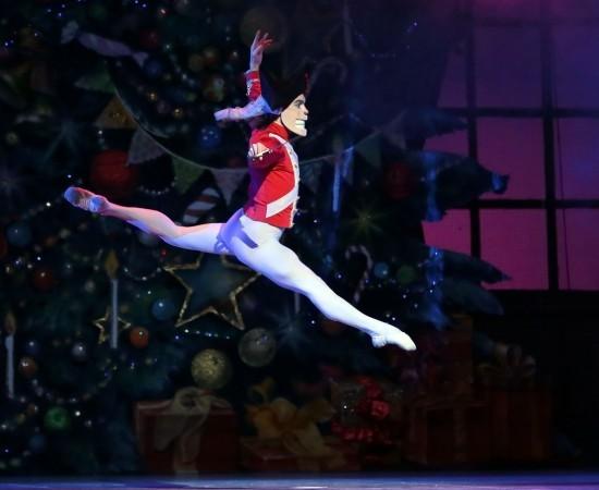 Сказочный балет «Щелкунчик» на сцене Астраханского театра Оперы и Балета.