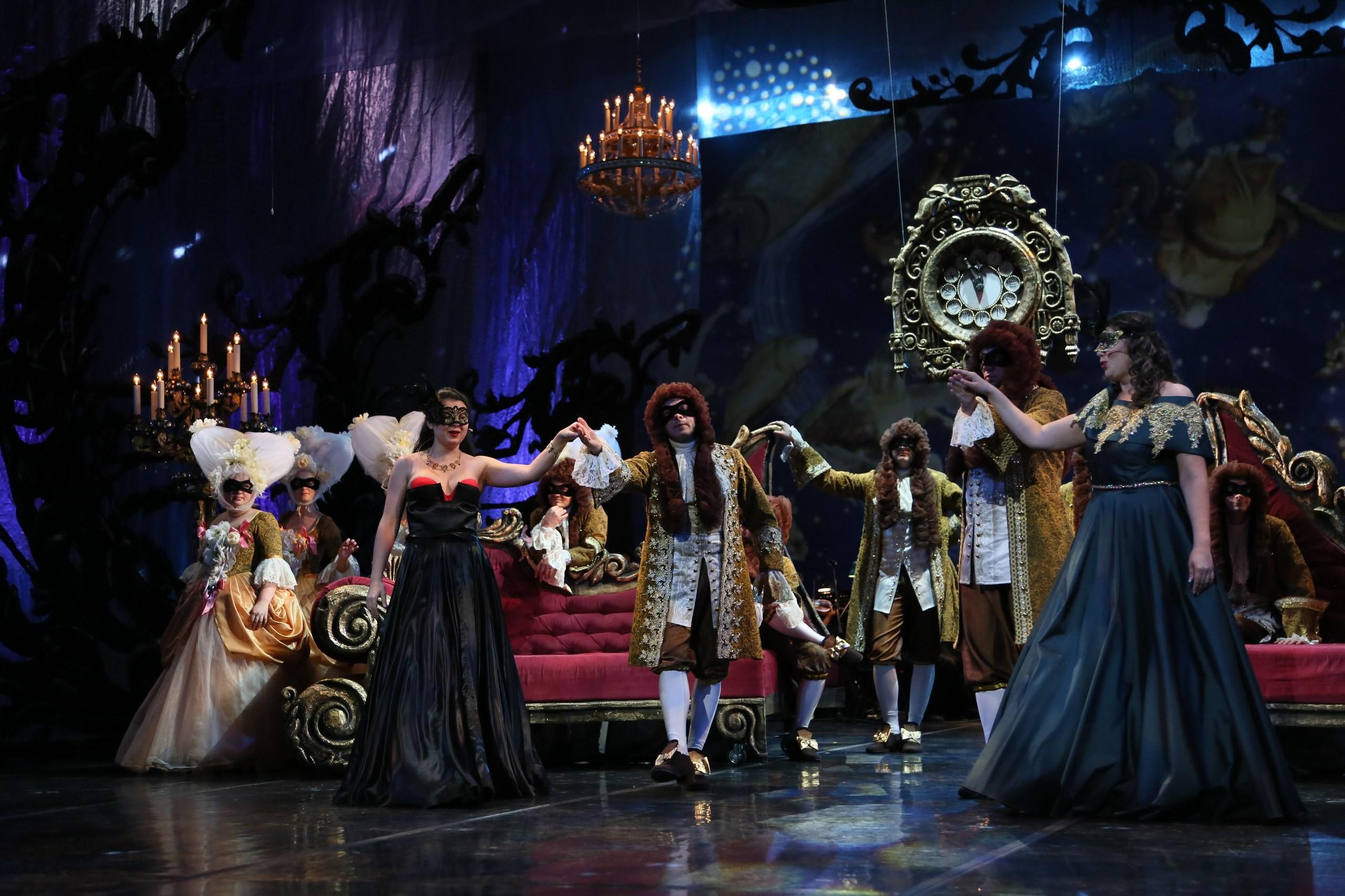 """Сегодня вечером на Большой сцене концерт """"Новогодний маскарад""""!"""