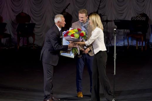 Руководители Астраханского театра Оперы и Балета поздравили с юбилеем Александра Лавриненко