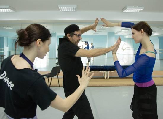 Артисты балета приступили к репетиции одноактного балета «Кармен-сюита»