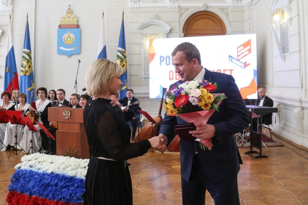 Сергей Морозов поздравил астраханцев с Днём народного единства