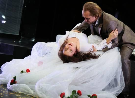 Солисты оперы приглашают астраханцев и гостей города