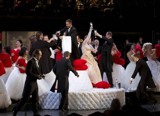 Оперная труппа приглашает астраханцев и гостей города
