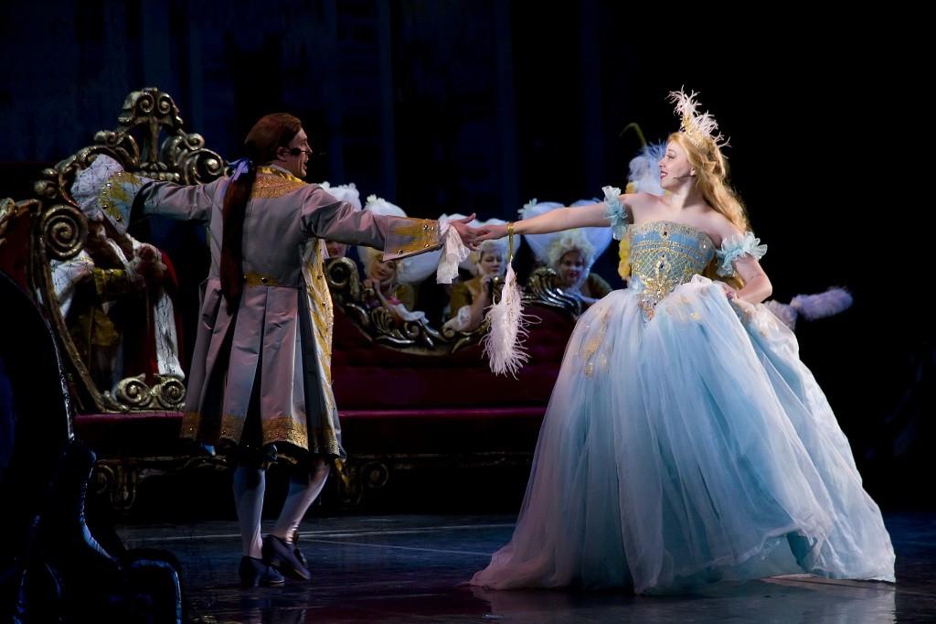 """Сегодня на сцене Астраханского театра Оперы и Балета вновь волшебная сказка """"Хрустальный башмачок""""!"""