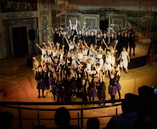 41-kanikuly-v-teatre