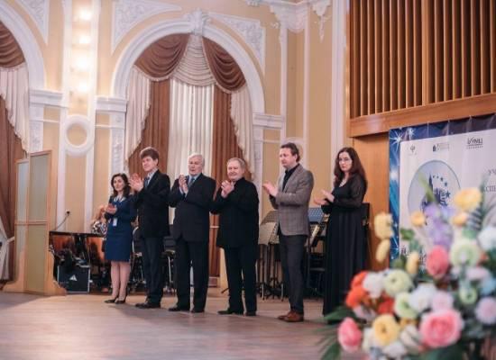 Юные дарования из 12 регионов России соревнуются в исполнительском мастерстве