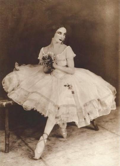 186 лет назад в балете впервые использовано платье под названием «пачка»